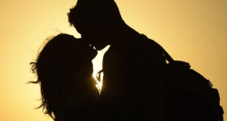 Couple-romance-kiss-silhouette-AFP-800x430.png